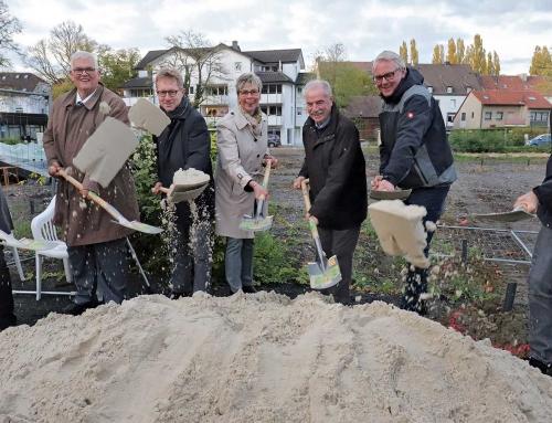 10/2019 Aufstellung Bauschild und Spatenstich